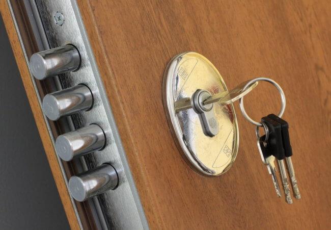 cerradura de seguridad en puerta