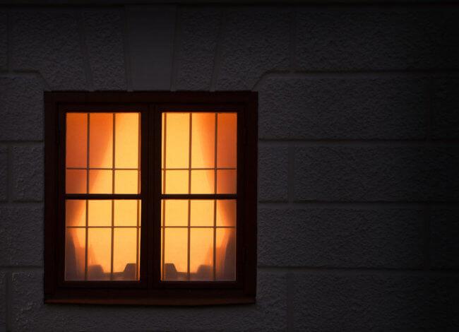 programa la luz por la noche